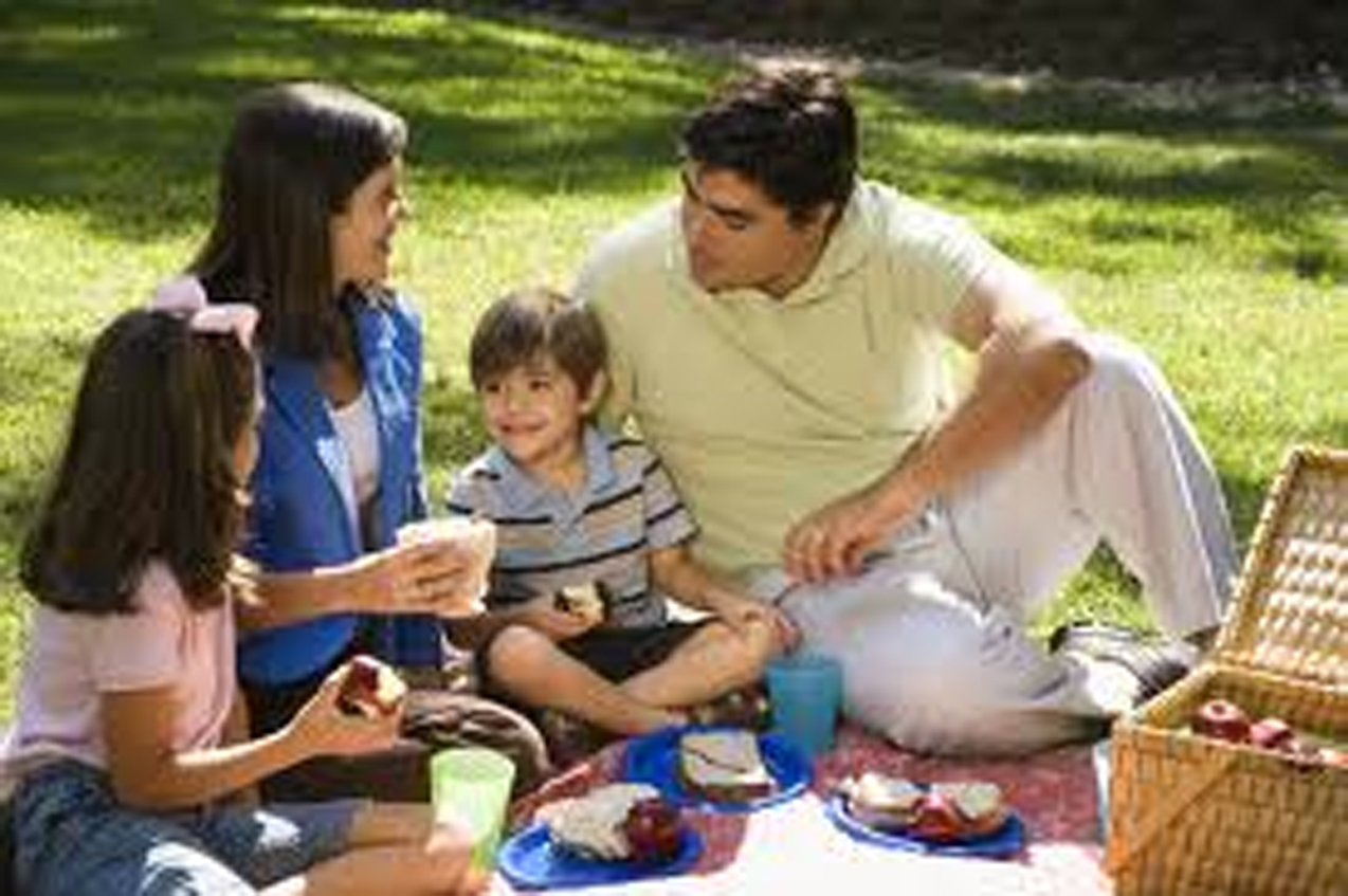 quality time with family essay Why eating family meals together is still important today what if you decide your goal is to gather everyone to the table and have quality meal time together.